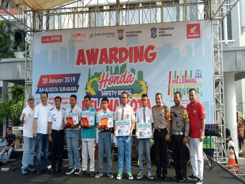 Smadors mendapat juara harapan 1 lomba safetyredding