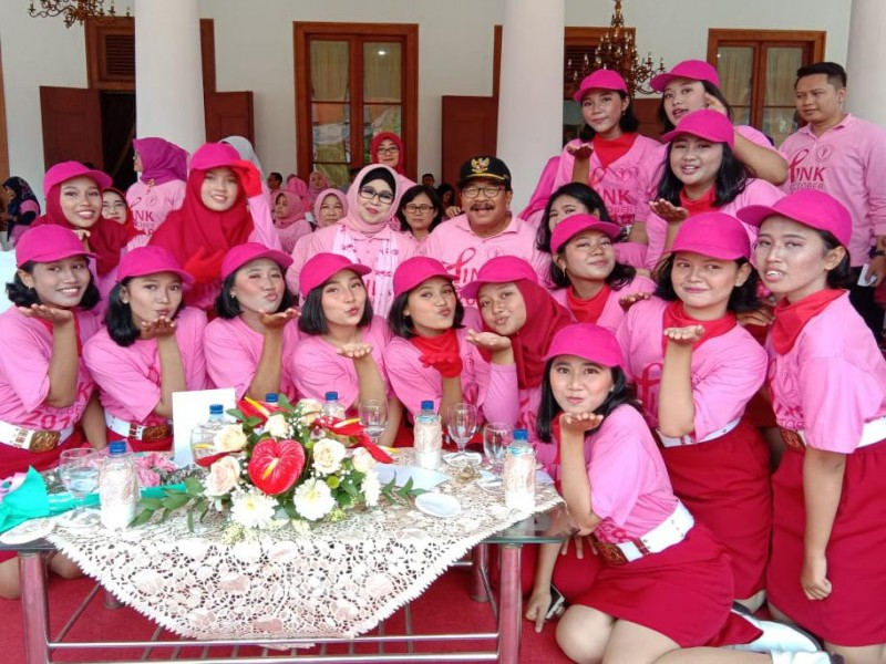 Pink Parade (Passmadors bersama Pakde dan Bude Karwo)