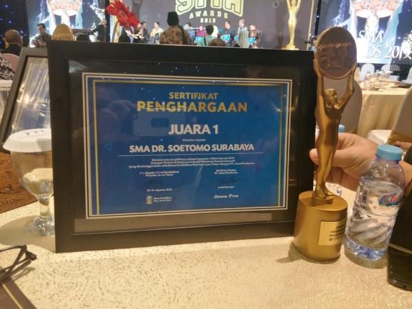 SMA Dr Soetomo mendapatkan predikat Best Kantin inovatif dalam SMA Awards 2019