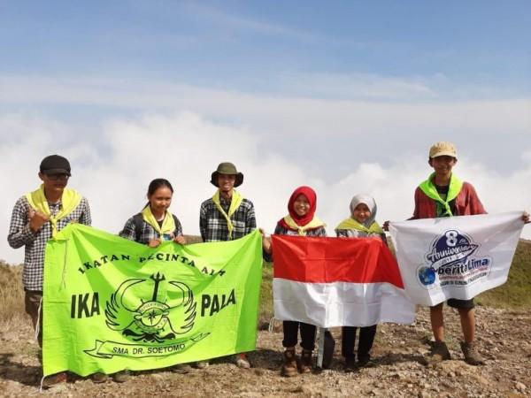 Ikatan Pecinta Alam (IKAPALA) SMA DR. Soetomo Surabaya, Jawa Timur kembali melakukan pendakian ke gunung Penanggungan