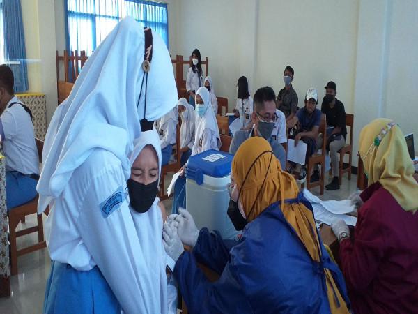 PROGRAM VAKSIN C-19 DI SMA Dr. SOETOMO Surabaya